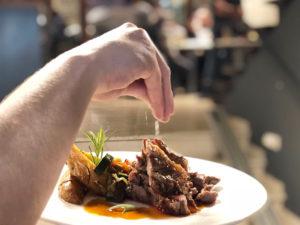 uplaca-bar-restaurante-plato-carne